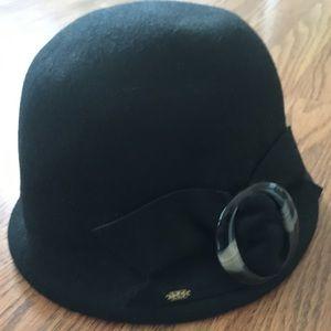 Black felted hat